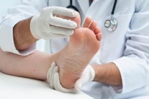 Consulta de Podología + Uña Incarnata sin Tratamiento Quirúrgico